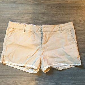 U2B beige shorts size medium
